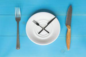 Le jeûne intermittent 16:8 agit sur la perte de poids chez les personnes obèses