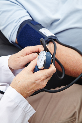 Trop baisser la tension artérielle représenterait des risques sérieux pour la santé