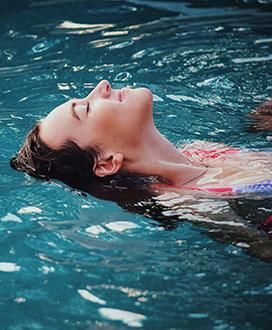 Mythe médical : il n'est pas nécessaire d'attendre avant de se baigner après avoir mangé