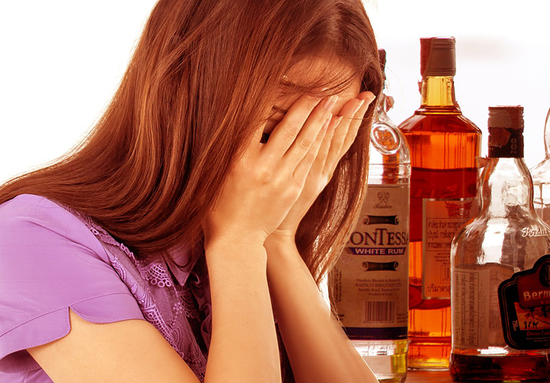 La méthode des Alcooliques Anonymes pourrait être complémentaire avec d'autres traitements de l'abus d'alcool